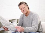 Germany, Hamburg, Senior man with newspaper, portrait