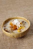 Crema di perle di sago al cocco con banane