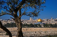 Israel, Jerusalem, holy city, old town, Dome of the Rock and Yeusefiya cemetery seen from the Mount of Olives