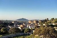 Spain, Extremadura, Trujillo, panorama of the old city with the Sierra Montanchez on background