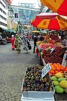 Malaysia, Kuala Lumpur, people walking in Chinatown market
