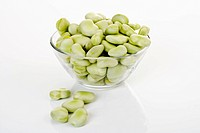Peeled broad beans in a glass bowl