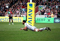 21 04 2012 London, England Rugby Union Harlequins v Leicester Tigers Steve Mafi scores a try in the Aviva Premiership game played at The Stoop