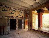 The Queen's apartments at Knossos Palace, Crete (Greece). Detail with a fresco of dolphins in the megaron and the patio. Minoan Civilization, 16th cen...