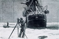 The southern Cross ship immobilised in the ice, image from the expedition to the Antarctic by Carsten Egeberg Borchgrevink, 1898.  Paris, Bibliothèque...
