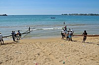 Fishermen, day labourers, beach in Galle, Sri Lanka, Ceylon, South Asia, Asia