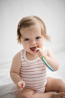 Baby Lilli putzt Zaehne