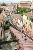 Via dell´Acquedotto is one of several steep streets dropping down towards the university district from central Perugia
