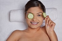 Cucumber slices on a woman´s eyes