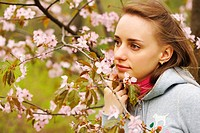 Woman in front of sakura blossoms