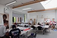 F Block, Oxford and Cherwell Valley College, Banbury, United Kingdom. Architect ADP Architects Ltd, 2012. Interior view workshop.
