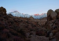 USA, California, Morning´s first light on Mt. Whitney and Lone Pine Peak