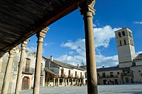 Main Square and romanesque church of San Juan Bautista in Pedraza, walled medieval village declarated Historical-Artistic Site  Segovia province  Cast...