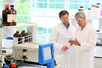 Flash chromatography, method used to purify individual chemical compounds from mixtures of compounds which differ in polarity, Shinthesis Lab, Researc...