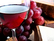 chianti reserve italian red wine with grapes