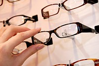 Young woman at the optician´s to buy a new pair of glasses