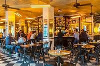 New York City, NY, USA, People Sharing Drinks inside Neighborhood Bar, Liquor Bar, Lower East Side