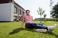 Germany, Bavaria, Nuremberg, Mature man sitting in garden