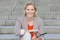 Europe, Germany, North Rhine Westphalia, Duesseldorf, Businesswoman with touchpad, smiling, portrait