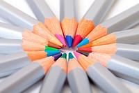 Multicolored Pencil, Arrangement in Circle