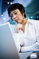 Close_up of a businesswoman in front of a laptop