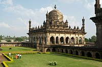 The Ibrahim-Rauza, built by Ibrahim ´Adil Shah II ruled1580-1627, consists of his tomb and mosque within a square compound, both rising face to face f...