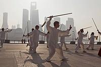 Morning exercises, men doing sword dance at the Bund in the morning, Shanghai, China, Asien