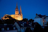 CATHEDRAL NoTRE_DAME AT NIGHTFALL, UNESCO WORLD HERITAGE SITE, CHARTRES, EURE_ET_LOIR 28, FRANCE