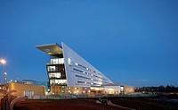 Bournville College, Birmingham, United Kingdom. Architect: Broadway Malyan Limited, 2011. General distant elevation at dusk.