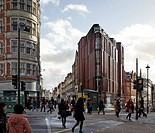 28 South Molton Street, London, United Kingdom. Architect: DSDHA, 2012. Lively street scene at intersection.