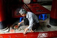 Vietnam, Hanoi, Van Mieu or Literature temple built in 11 th. century, restoration work on a lacquerware piece.	1015