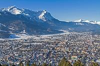 Garmisch Partenkitchen mit Zugspitze und Alpspitze