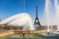 Trocadero gardens and Eiffel tower, Paris, Ile-de-france, France.