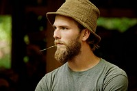 USA, Oregon, Portrait of bearded young man