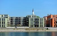 Moderne Bürogebäude sowie die Mevlana Moschee prägen das Bild des neu entwickelten Büro- und Wohngebiets Seerhein in Konstanz / Modern buildings and t...