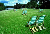 UK, England, London, Regent´s Park is one of the Royal Parks of London Park, Deck Chairs.