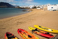 Playa La Laja sandy beach, Caleta de Sebo village, La Isla Graciosa, Lanzarote, Canary Islands, Spain