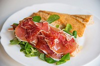 Sandwich made of Iberian ham with water cress and olive oil.